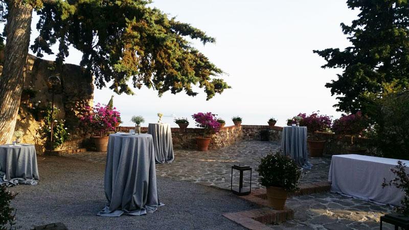 Zona coctel, con maravillosas vistas sobre la bahía de Málaga