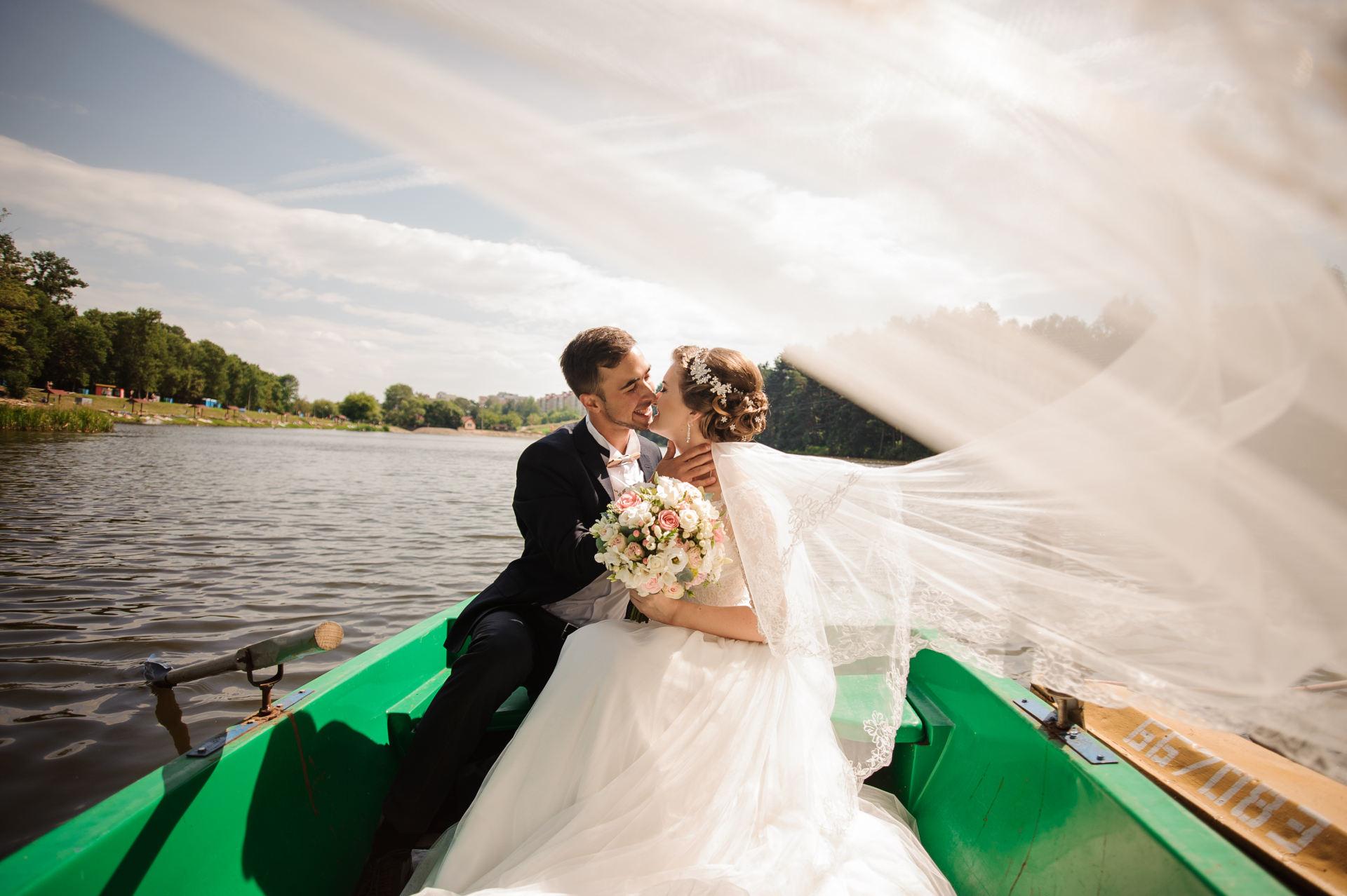 Cómo llegar a la boda: 4 medios de transporte para los novios muy originales