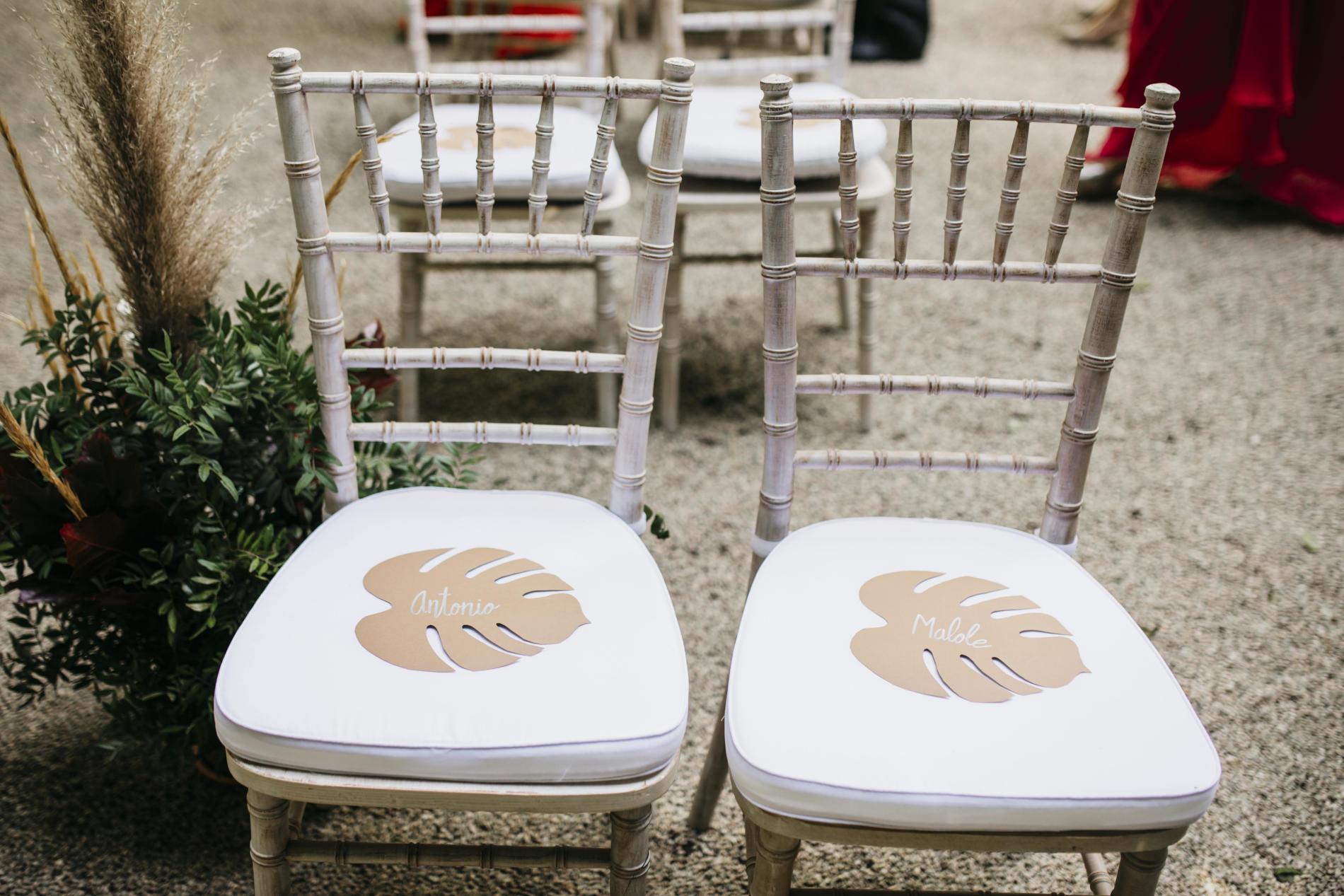 Boda en tiempos de COVID-19: Marina y Ramón - detalle sillas